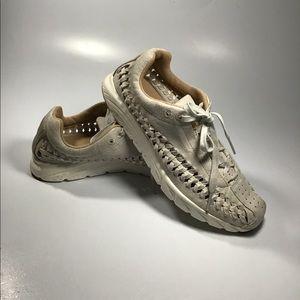 Nike 833802 201 Womens Mayfly Woven running shoe